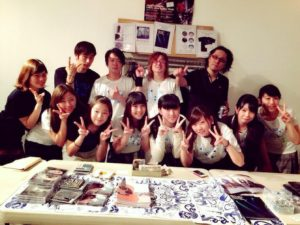 終演後のサイン会も終わって町田のガール達と記念撮影。本当にありがとう。